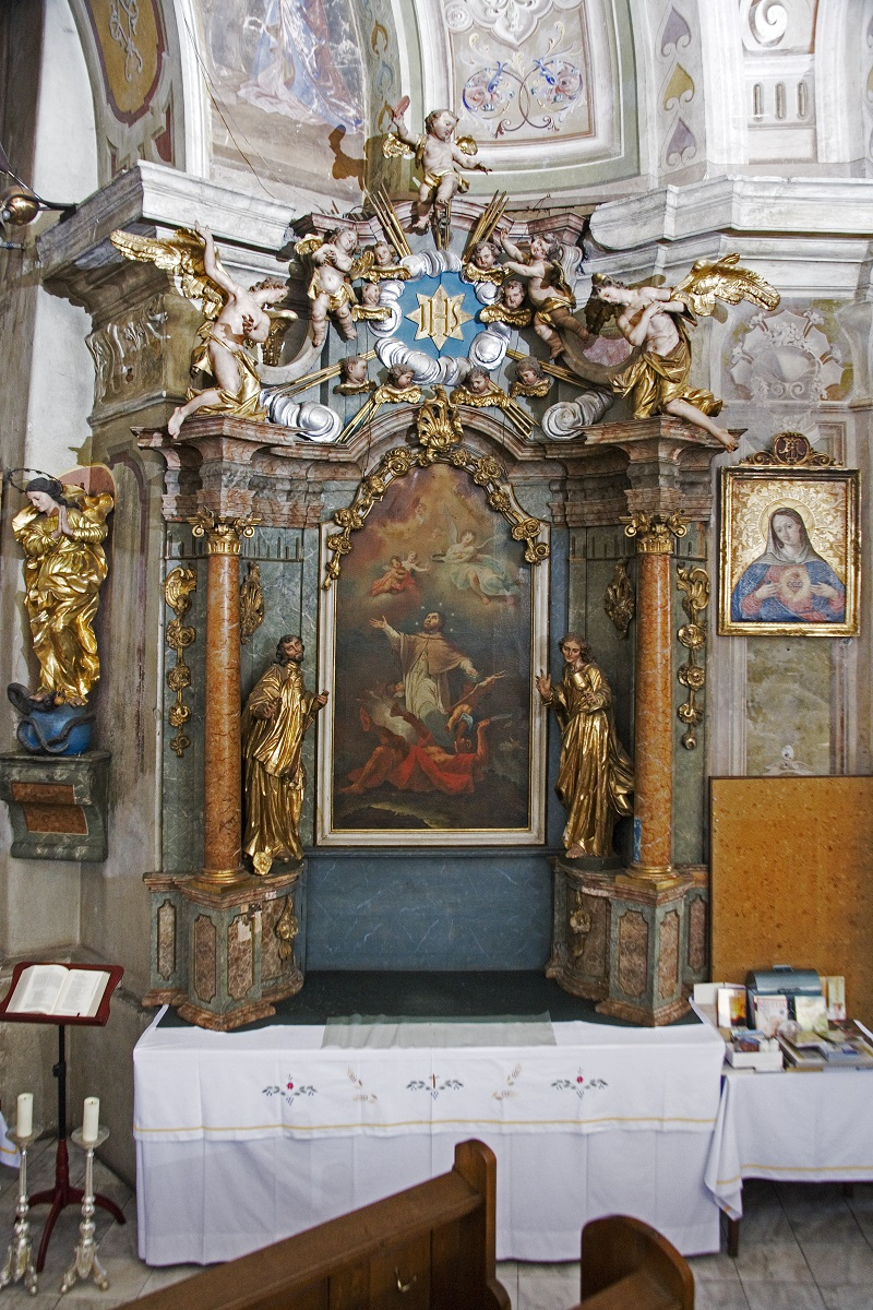 The side altar of St John of Nepomuk in the Parish Church in Selnica ob Dravi (Institute for the Protection of Cultural Heritage of Slovenia, photo by Valentin Benedik, 2018)